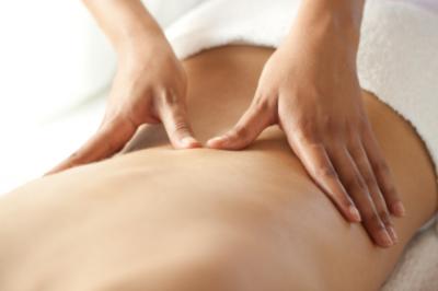 Pessoa fazendo quick massage em Barão Geraldo / Campinas